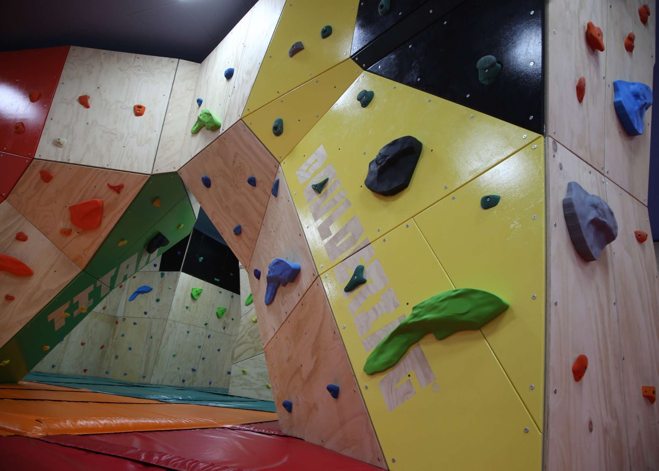 traverse wall installer, bouldering wall supplier