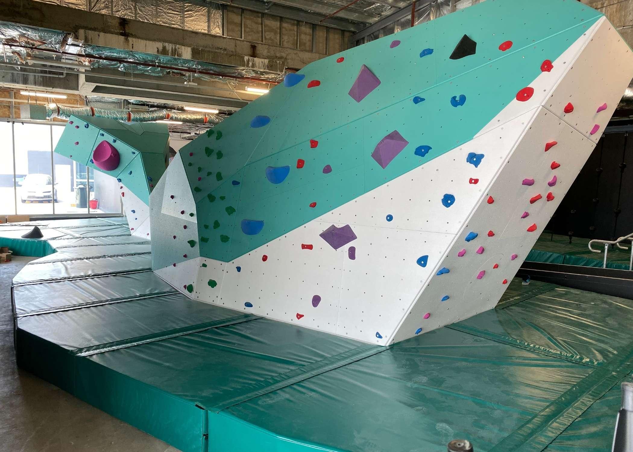 entre prises climbing wall supplier