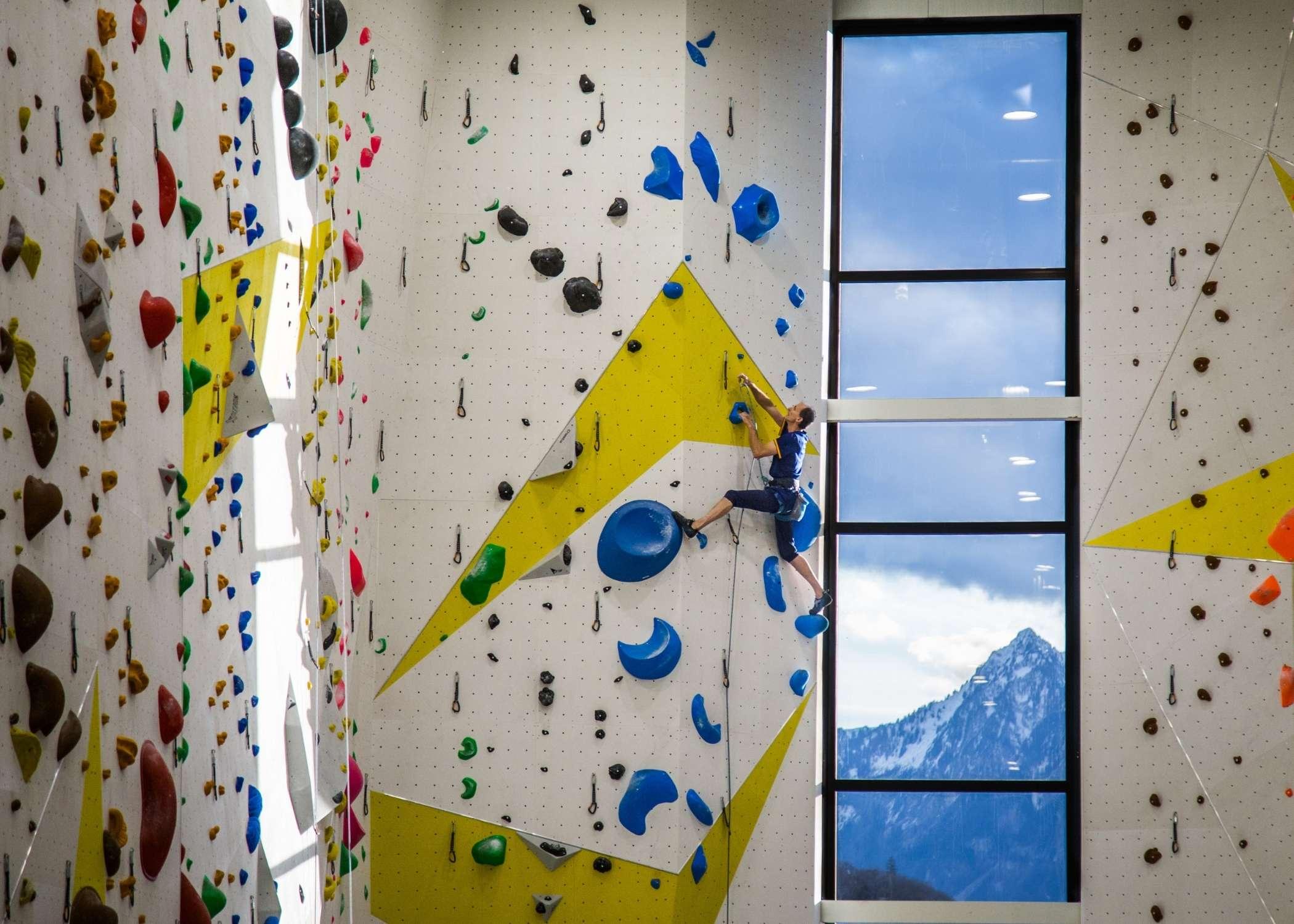 climbing wall installer